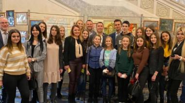 Відкрив виставку картин у Верховній Раді «Україна очима дітей
