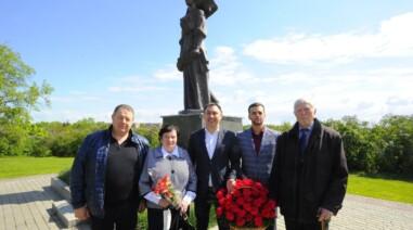 Привітав ветеранів і поклав квіти до підніжжя пам'ятника загиблим воїнам на Алеї Слави